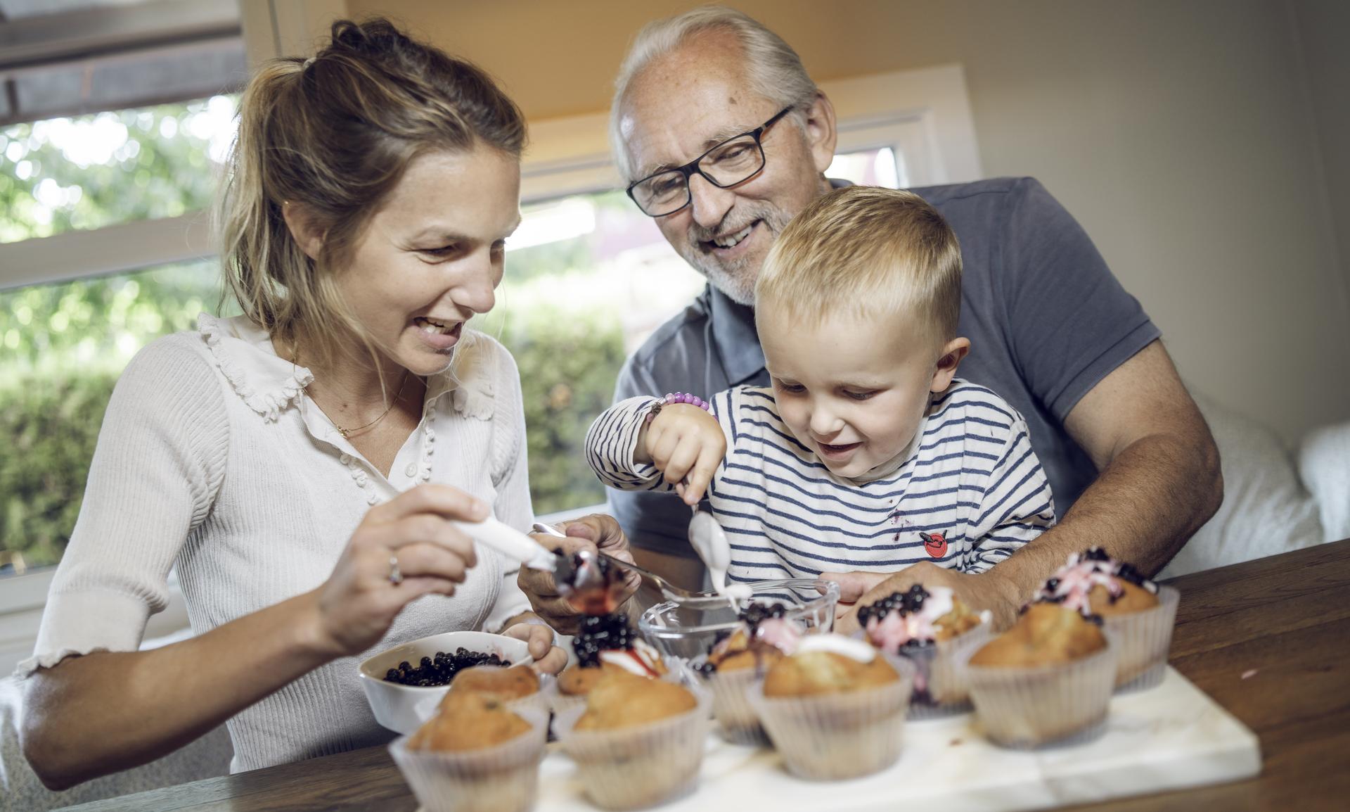 Familie baker muffins