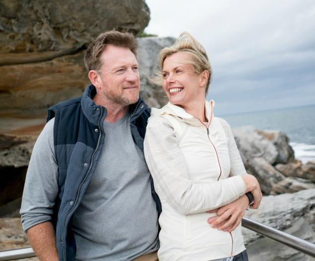 Par ved sjøen